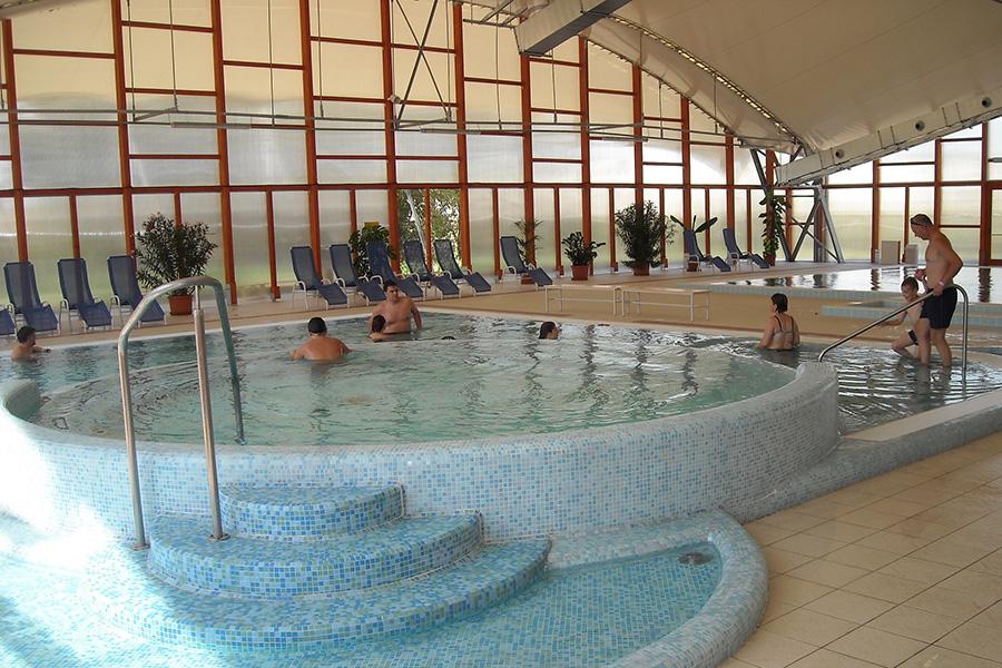 Fürdők, ahol úszás után jól esik a jakuzziba csobbanni
